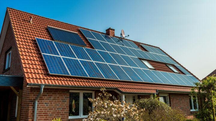 Investir dans les panneaux solaires : les avantages